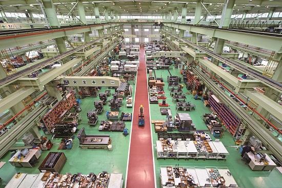 Цех сборки термопластавтоматов в Японии