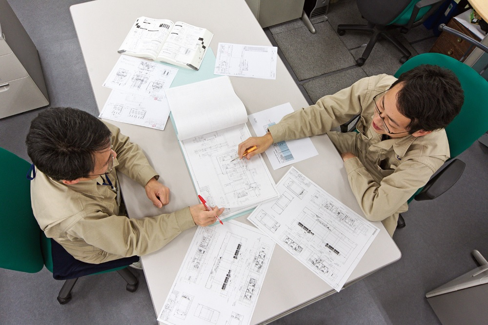 Разработка новых электрических японских термопластавтоматов